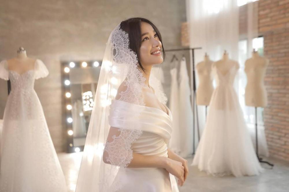Đầm cưới vải satin