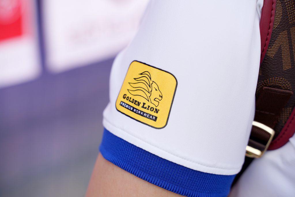 In logo lên tay áo