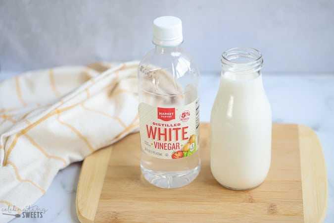 tẩy áo thâm kim bằng sữa và giấm